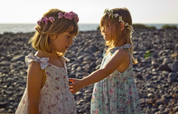niñas boda playa